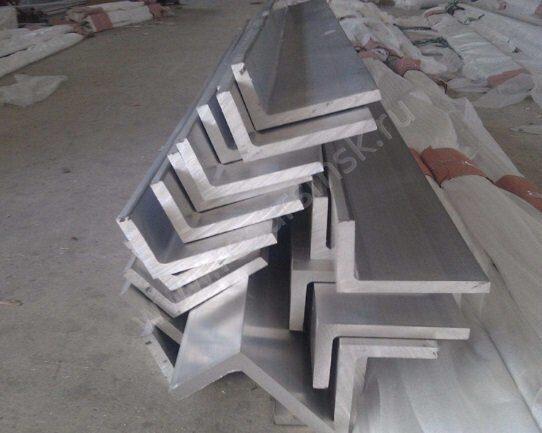 Неравнополочный уголок из алюминия