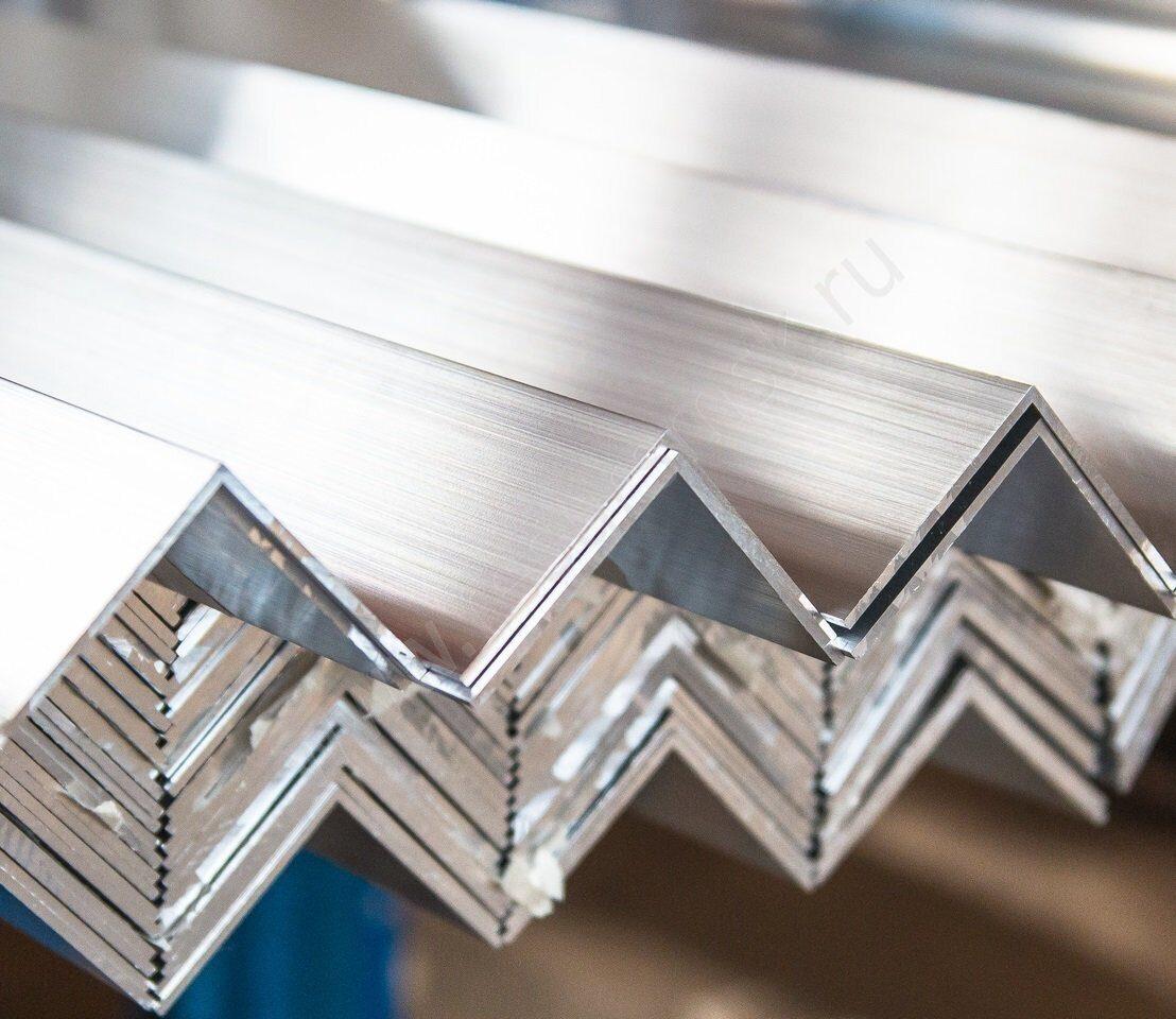 Уголок равнополочный алюминиевый